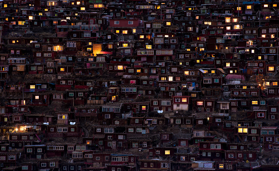 Larung Gar Buddist Institute by Sarawut Intarob on 500px.com