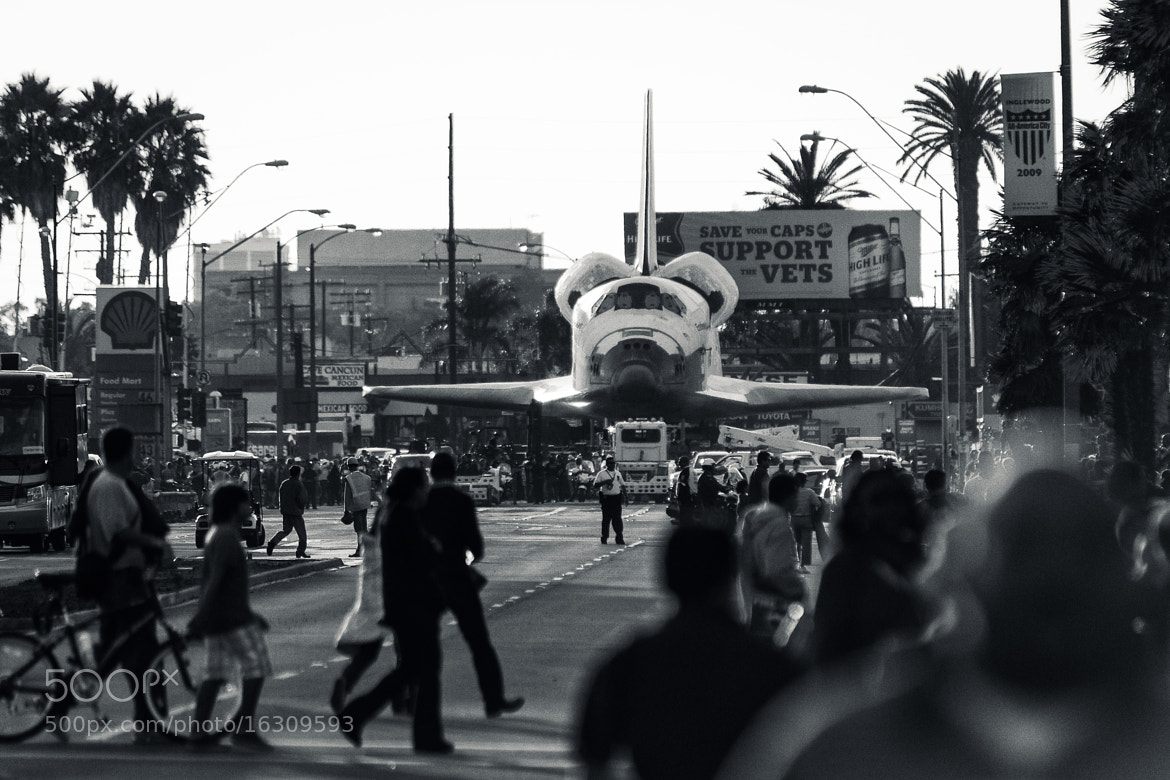 Photograph Shuttle Endeavour on the streets of Inglewood, Ca by Jorge Araujo on 500px