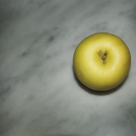 apple, Nikon D3200, Sigma 18-50mm F2.8-4.5 DC OS HSM