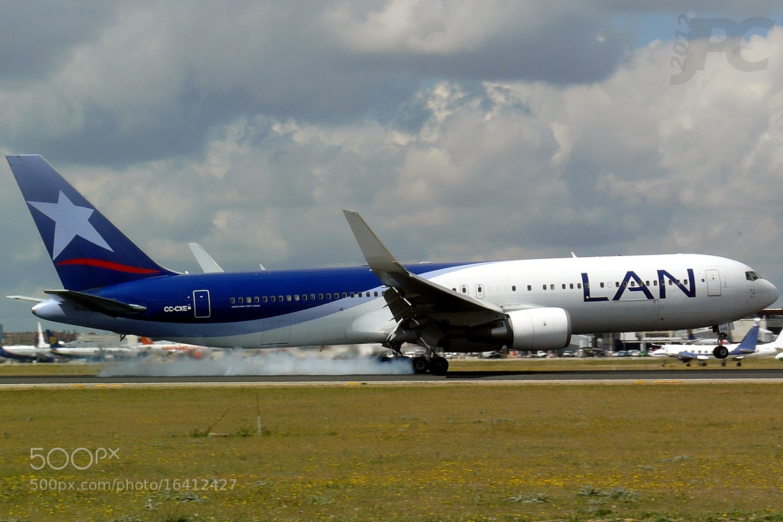 Photograph LAN Airplane by Jaime de Pablos on 500px