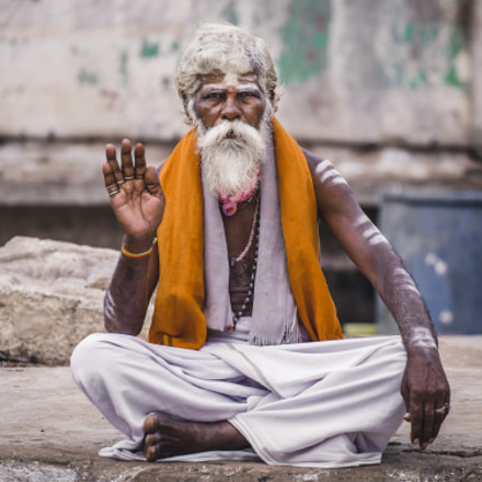 Hindu sadhu man, Sony SLT-A99, Tamron SP 70-300mm F4-5.6 Di USD