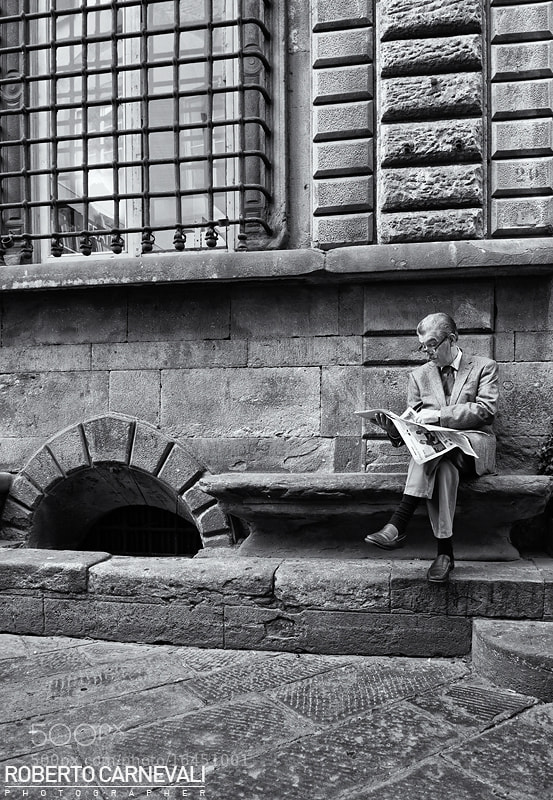 Photograph Reading in the street by Roberto Carnevali on 500px