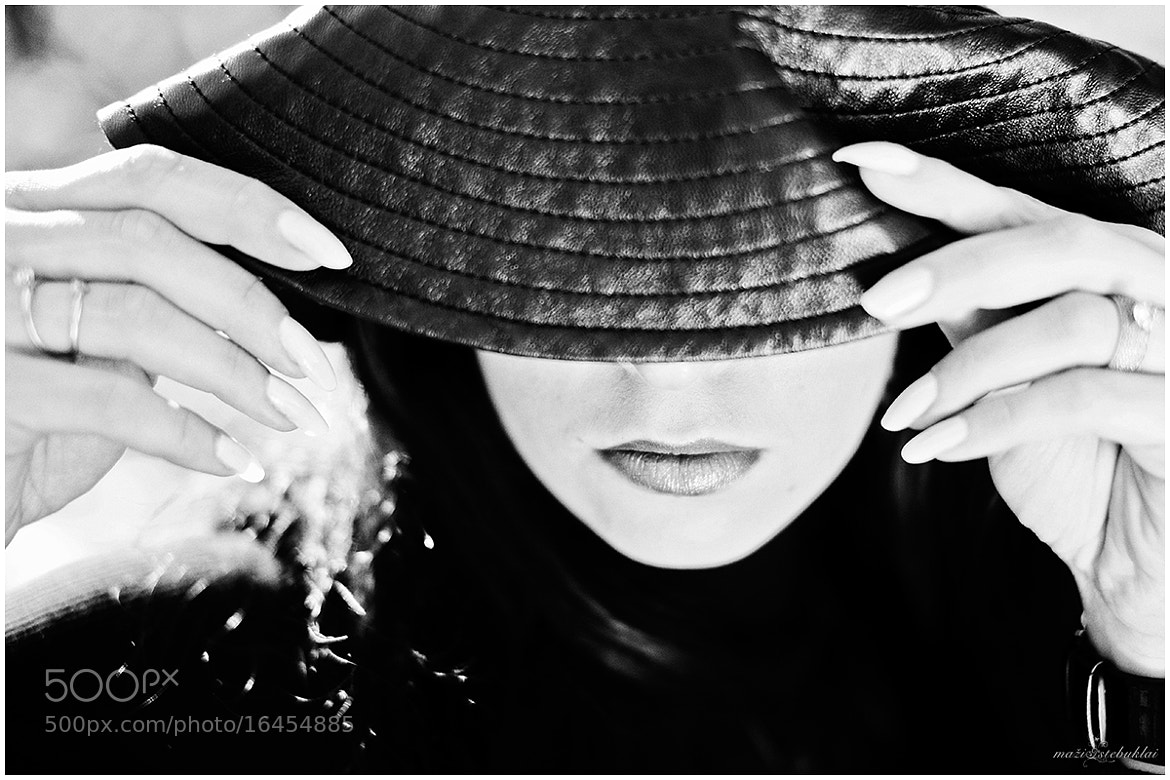 Photograph Woman and a hat by Gerda Little Miracles photography on 500px