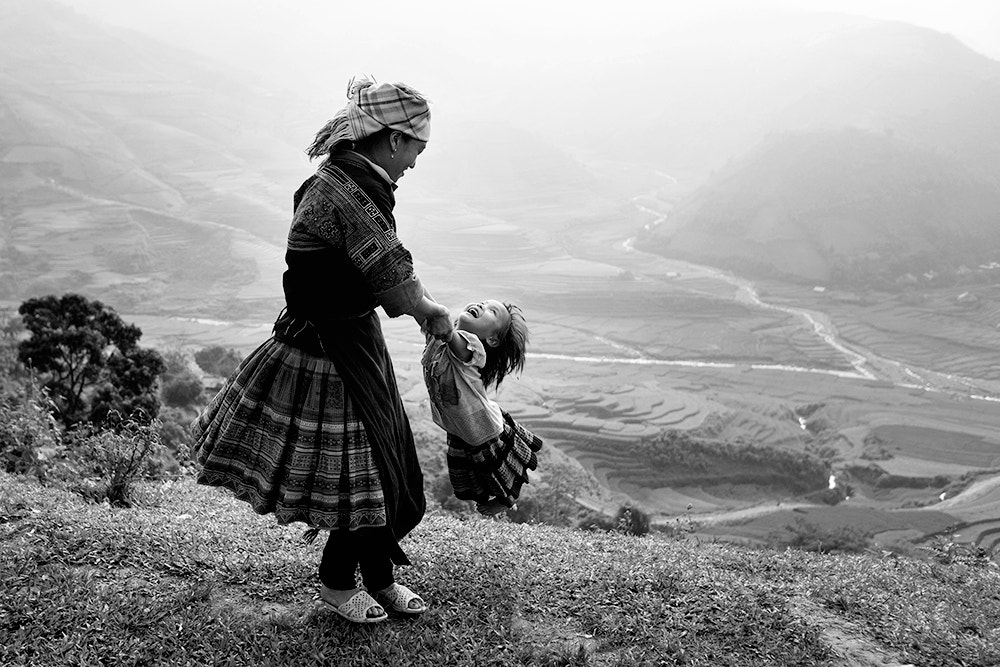 Photograph Mom and Daughter having fun by Viet Hung on 500px