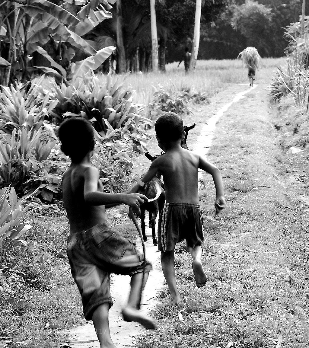 Photograph Run & catch  by Motiur Rahman on 500px
