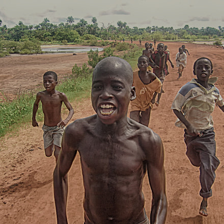 Gambia, boys begging for, Sony DSC-P92