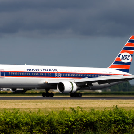 Martinair 767 in retro livery landing at Schiphol
