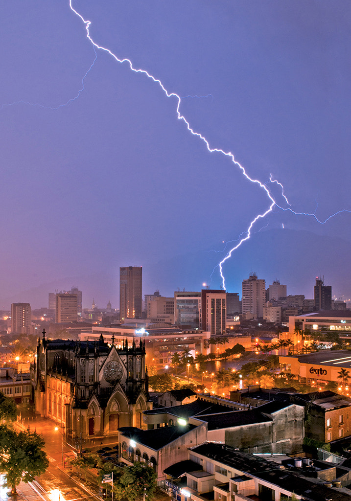 Photograph A night of 10000 thunders. by Pablo Buitrago on 500px