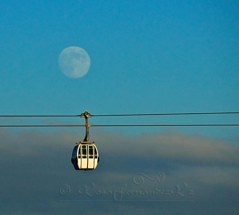 Photograph Just another moon by Rosa  Fernandez Rz. on 500px