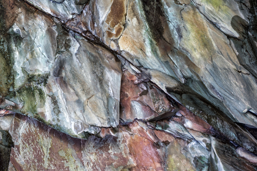 Rock patterns in Rydal Cave 1