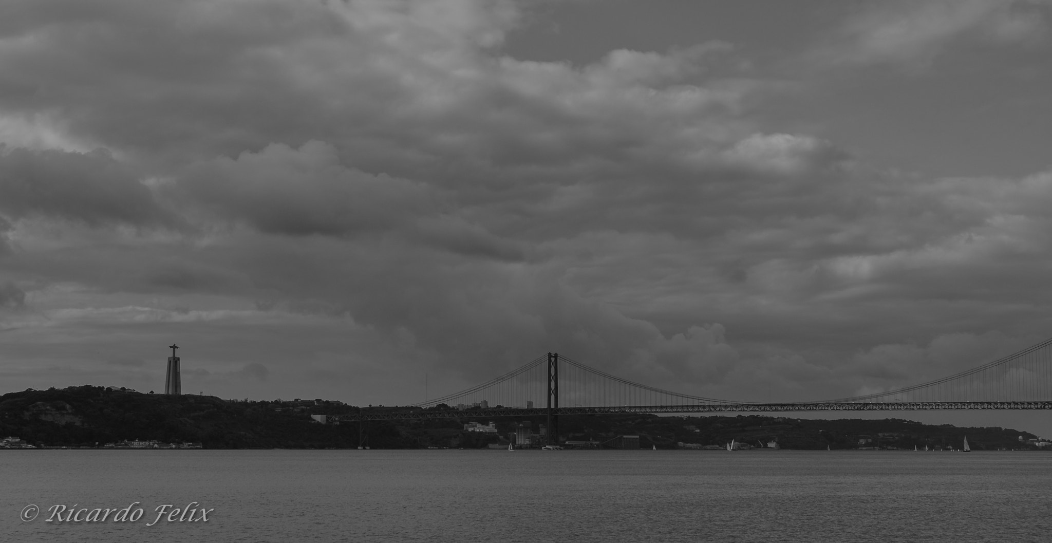 Photograph Ponte sobre o Tejo by Ricardo Bahuto Felix on 500px