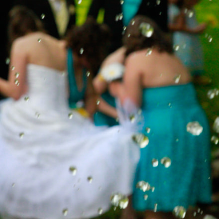Water Droplets Wedding Party, Canon EOS REBEL T1I, Canon EF 55-200mm f/4.5-5.6