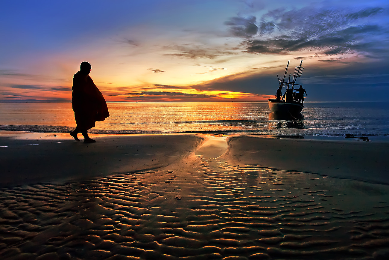 Photograph The monk Huahin Thailand by Arthit Somsakul on 500px