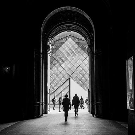 Louvre's street