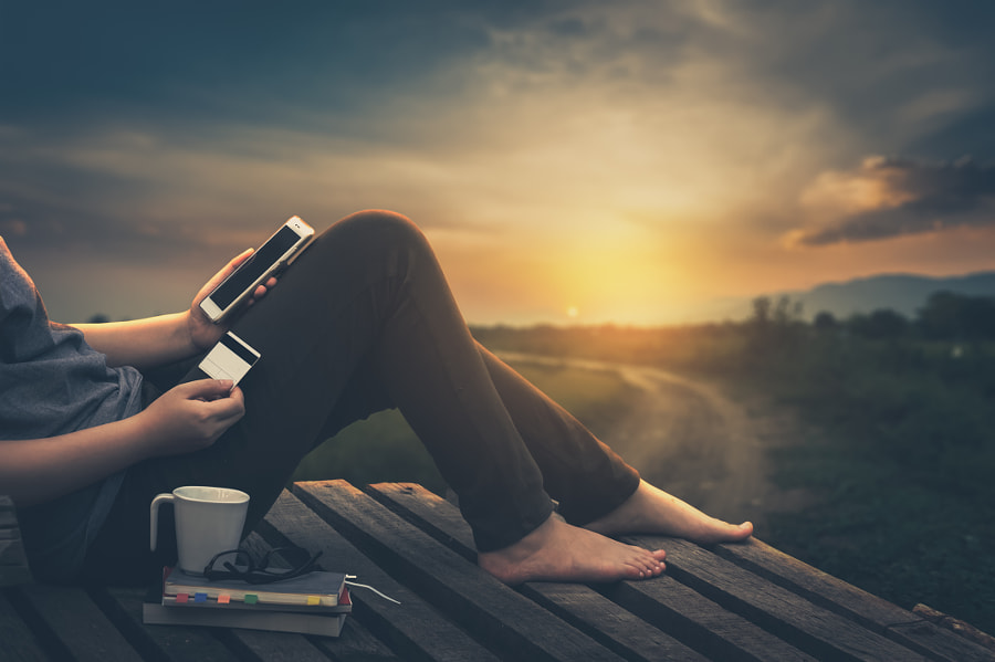 Young woman using her smartphone by Sila Tiptanatoranin on 500px.com