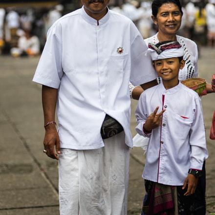A hindu family visiting Pura Besakih