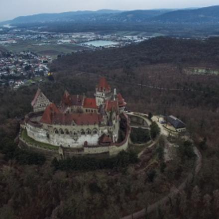 Burg Kreuzenstein from above