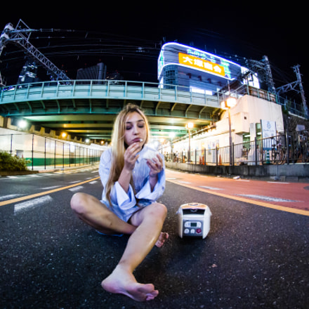 Rice cooker girl, Canon EOS 7D, Sigma 8mm f/3.5 EX DG Circular Fisheye