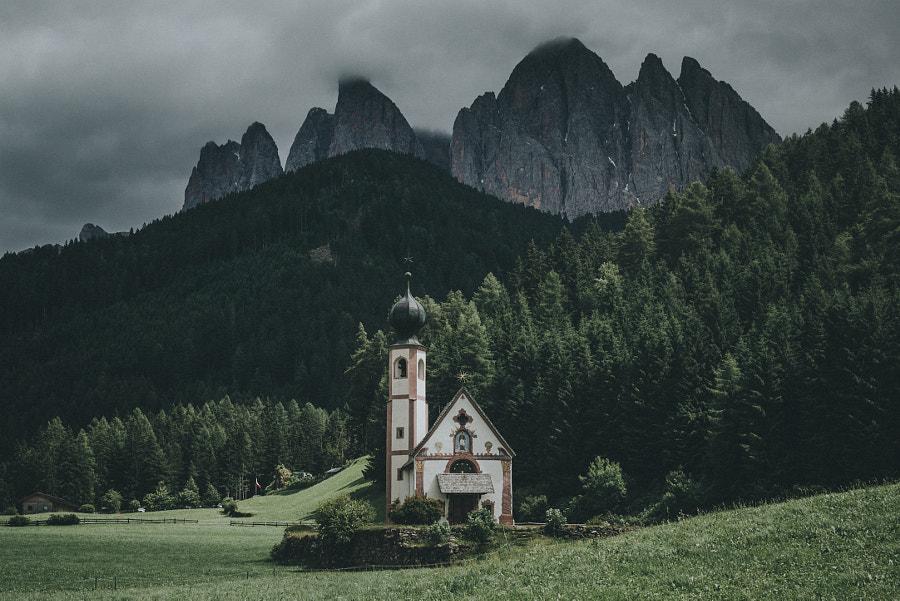 Dolomite church v2