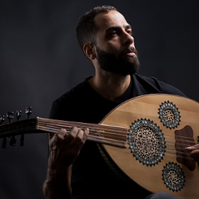Michael of the Brooklyn based Baharat Band playing the oud.