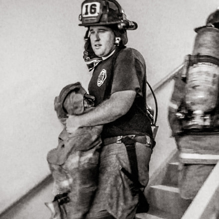 Firefighter on the Starwell, Canon POWERSHOT ELPH 300 HS