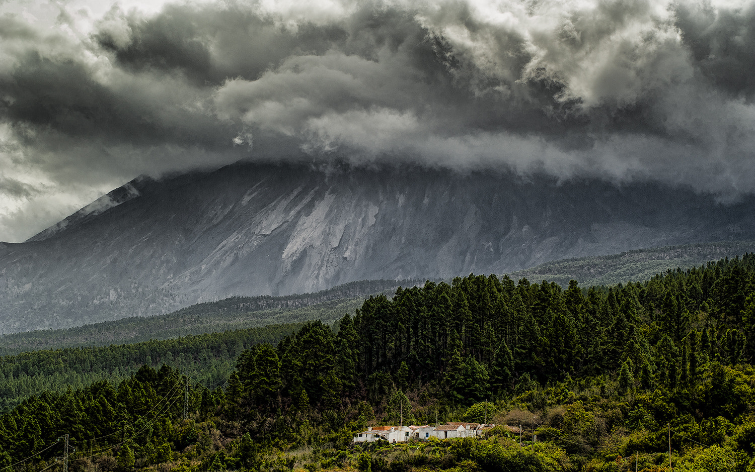 Photograph alpiédelvolcán by crom dull on 500px