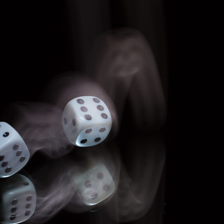 Thrown Dice in motion, Canon EOS 5D MARK III, Sigma 50mm f/2.8 EX