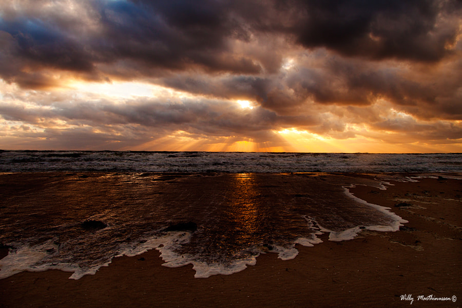 Photograph On the beach by willy marthinussen on 500px