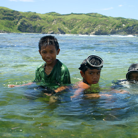 children hunting fishes for, Canon EOS D60