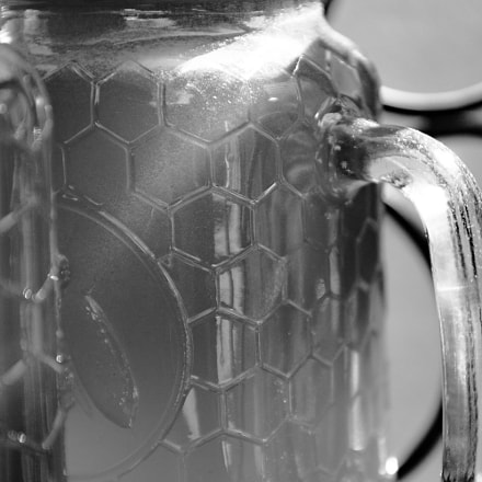honey jar, Nikon D3200, Sigma 18-50mm F2.8-4.5 DC OS HSM