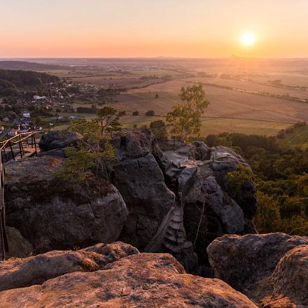 Sunset in rocks II