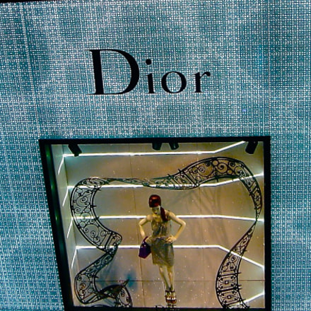 It's to Dior for, Sony DSC-M2