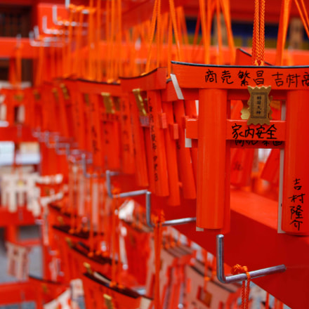 Mini red Torii gate, Canon EOS KISS X6I, Canon EF-S 18-135mm f/3.5-5.6 IS STM