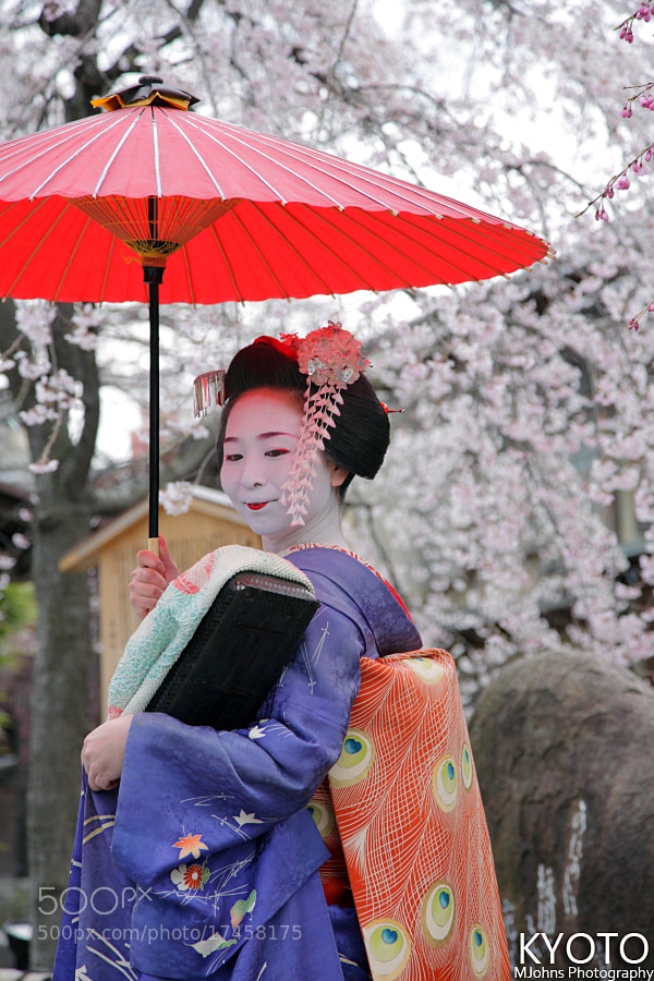 Photograph Geisha, Kyoto by Johns Tsai on 500px
