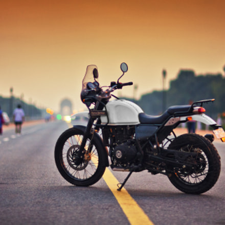 Royal Enfield Himalayan during, Canon EOS 5D, Canon EF 85mm f/1.2L