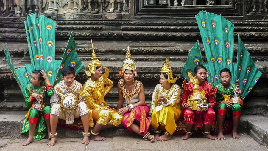 Dancers resting at Angkor Wat by Sotis G on 500px.com
