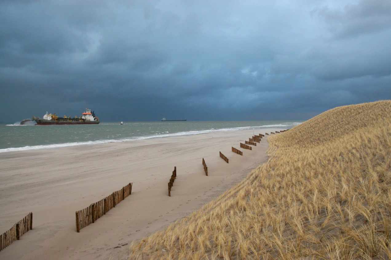 Photograph Prins der Nederlanden rainbowing the Maasvlakte 2 by Mark van der Sluis on 500px