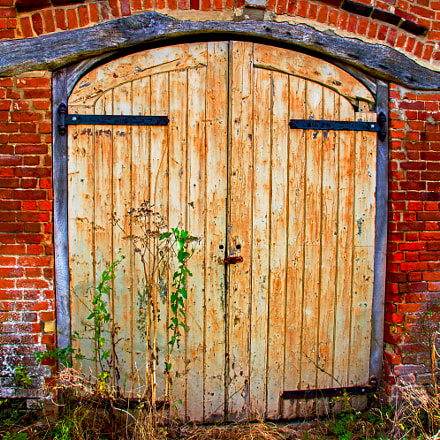 Old Barn Door, Canon EOS 760D, Canon EF-S 18-135mm f/3.5-5.6 IS