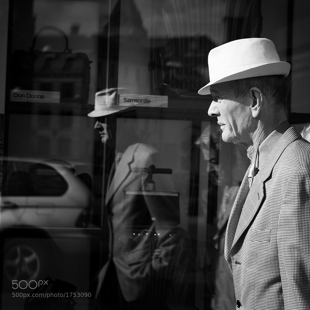 Photograph A man and his hat by Henning Nilsen on 500px