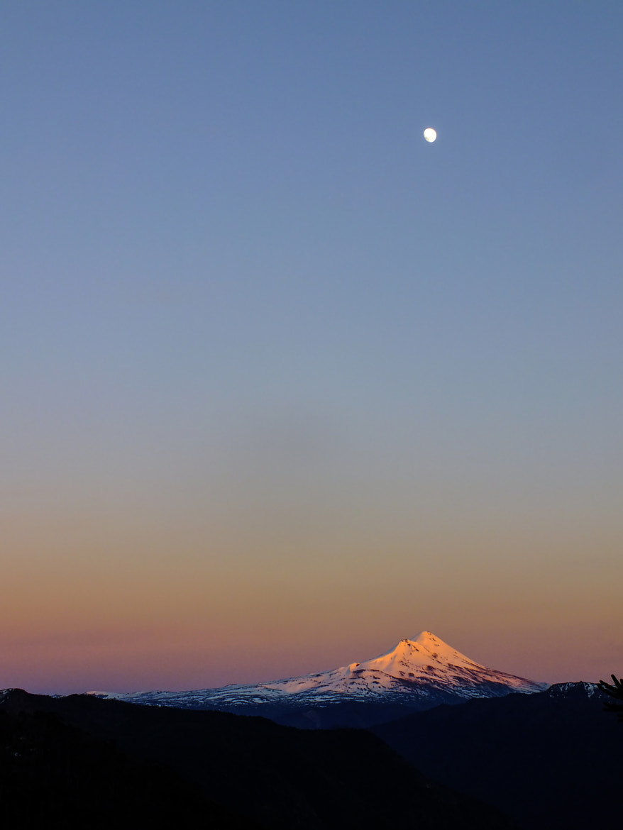Photograph Volcano vs moon by Itamar Chavez Tapia on 500px