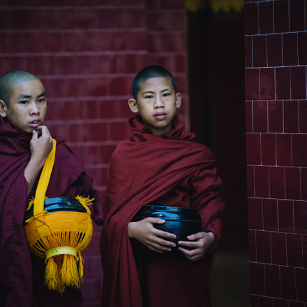 little monks, Sony ILCE-7, Canon EF 70-200mm f/4L IS