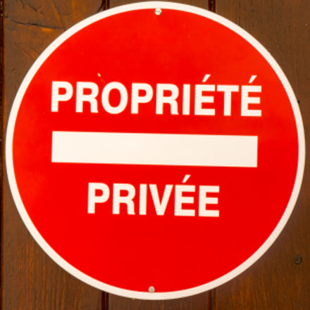 Red Private Property sign, Panasonic DMC-GH4, LUMIX G VARIO 45-150/F4.0-5.6