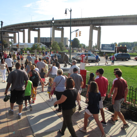 Canalside Crowd 2 20160827, Canon POWERSHOT ELPH 135
