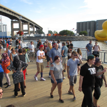 Canalside Crowd with Duck 20160827, Canon POWERSHOT ELPH 135