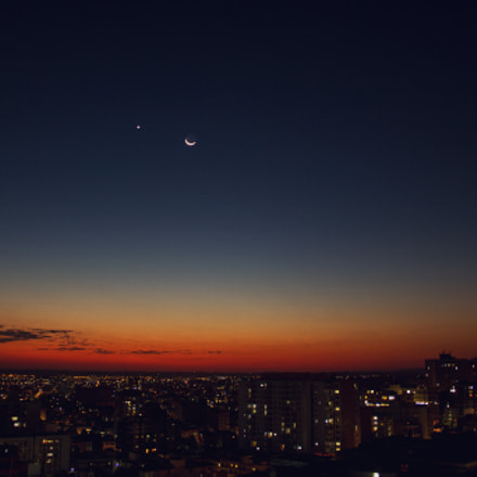 Moon and Venus at, Canon EOS REBEL T2I, Canon EF-S 18-55mm f/3.5-5.6 IS