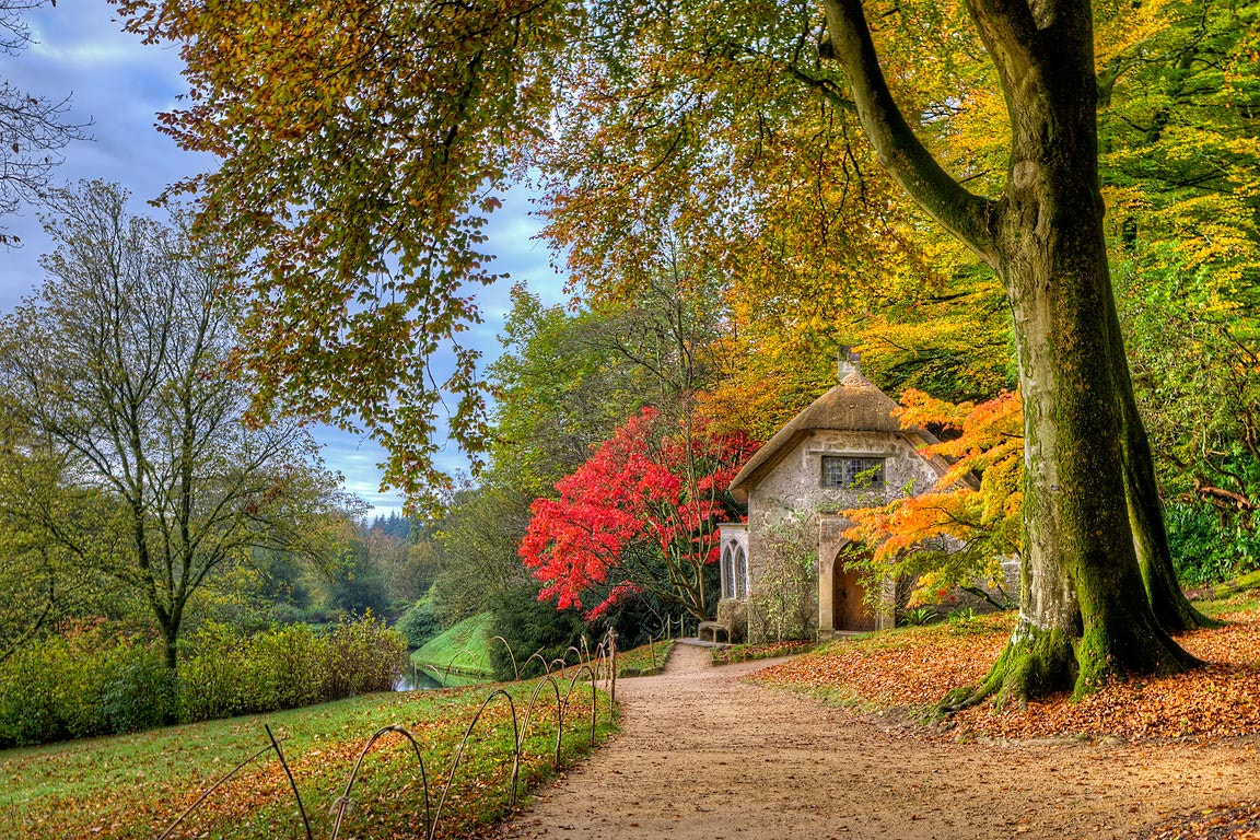 Photograph Woodman's Cottage, Stourhead by Chris Spracklen on 500px