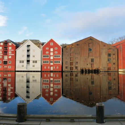 Colorful houses in Trondheim, Canon POWERSHOT S110