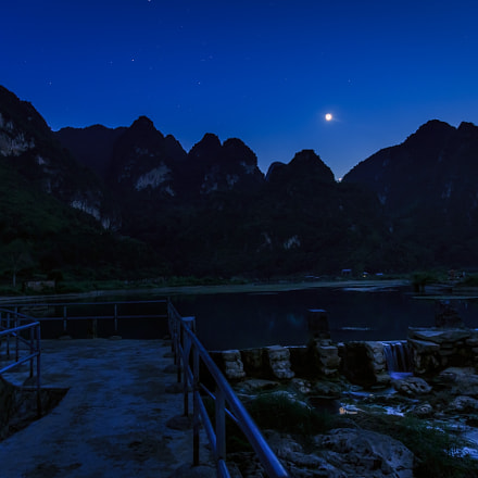 the setting moon, Canon EOS 5D MARK III, Canon EF 24-105mm f/4L IS