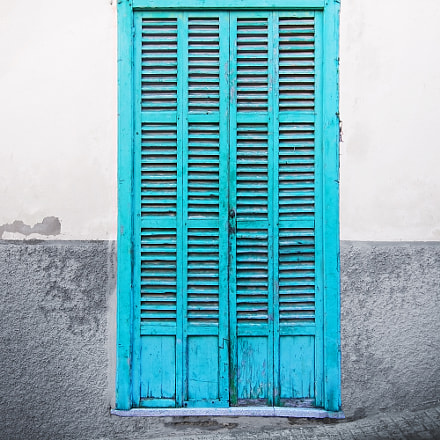 Green door on rustic, Nikon D7100, Sigma 24mm F1.8 EX DG Aspherical Macro
