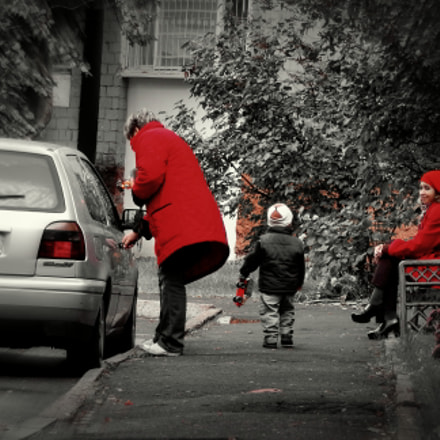 Women in red, Nikon COOLPIX L820